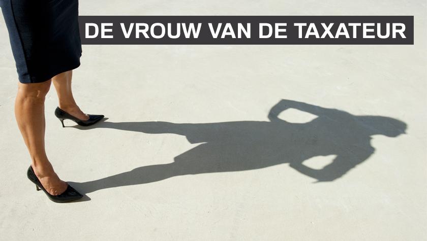 De vrouw van de taxateur